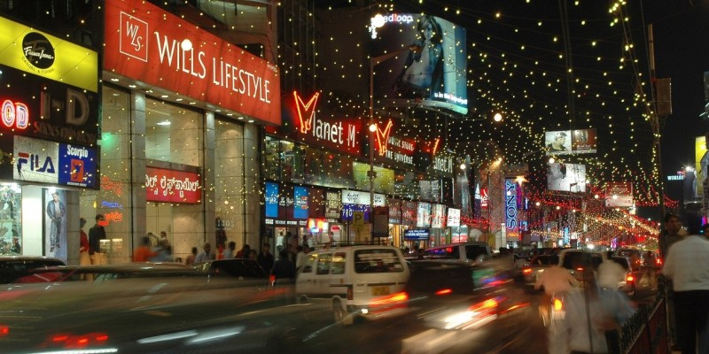 City shopping for the shopaholics
