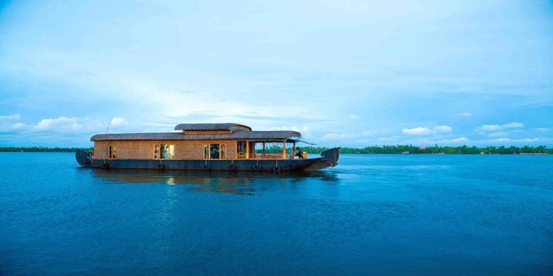 Spend Your Time on a Houseboat